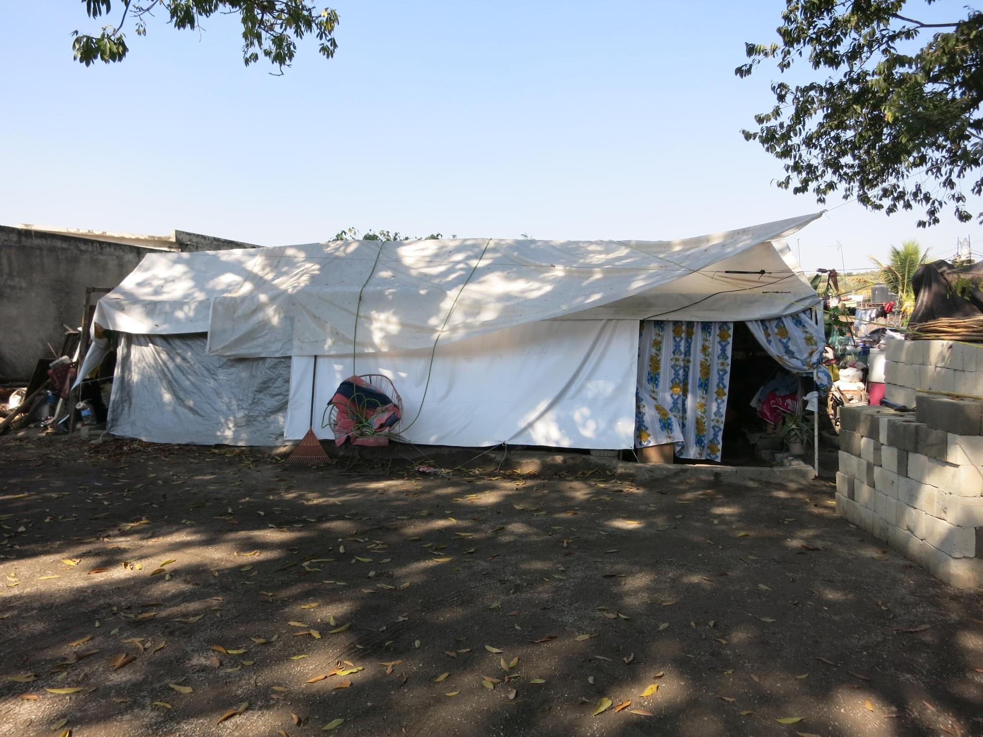 Wohnen Im Zelt : Hilfe dringend gebraucht